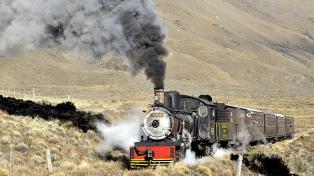 """""""La Trochita"""", un tren turístico para viajar al pasado en la estepa patagónica"""