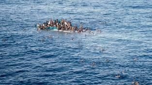 Rescatan migrantes tras un naufragio que deja numerosos muertos