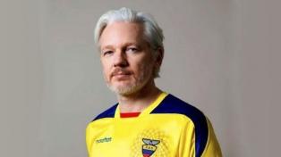 """El Gobierno suspendió la nacionalidad a Assange por """"irregularidades"""""""