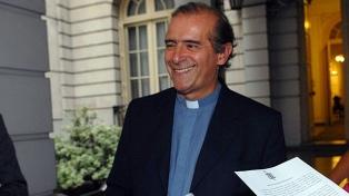 """""""Es doloroso"""" que el Papa pase sobre Argentina y llegue a Chile, dijo el vocero episcopal"""