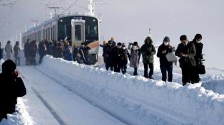 Al menos 200 personas estuvieron atrapadas en un tren por la nieve