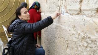 Michetti visitó el Muro de los Lamentos