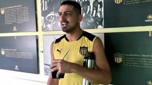 Viatri volvió a entrenarse en Peñarol luego de su accidente con pirotecnia