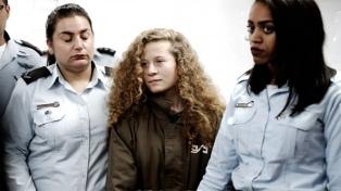 La Corte militar israelí determinó que Ahed Tamimi esperará su juicio presa