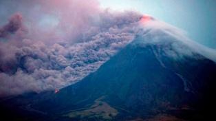 Elevan el alerta del volcán Mayon ante la amenaza de una erupción