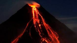 El volcán Mayon intensifica sus erupciones y hay casi 70.000 evacuados