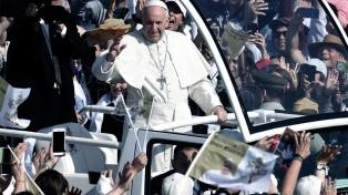 El Papa se bajó del papamóvil para saludar a una anciana ciega de 99 años