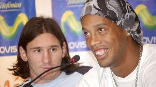 Emotivo saludo de Messi a Ronaldinho por su retiro del fútbol