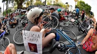 """Cientos de personas realizaron una """"bicicleteada"""" para pedir más seguridad vial"""