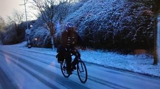 Sebastián Armenault unió Londres y París en bicicleta a beneficio de tres comedores