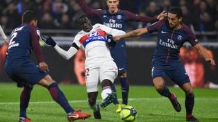 Lyon venció sobre la hora al líder PSG y se subió a la segunda colocación