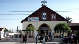 Incendian otra iglesia católica en Santiago de Chile