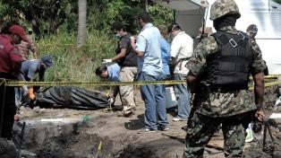 Hallan restos de ocho personas en fosas clandestinas