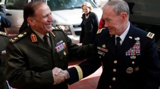 """Las Fuerzas Armadas interrogan por """"irregularidades"""" al rival del presidente Al Sisi"""