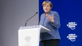 """Merkel contra Trump en Davos: """"El proteccionismo no es la respuesta"""""""