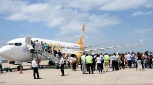 Flybondi llegó a Mendoza al inaugurar una nueva ruta aérea desde Córdoba