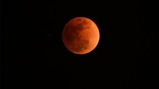 """Las mejores imágenes de la """"super luna azul de sangre"""" en el mundo"""