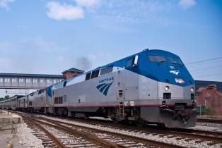 Chocó un tren en el que viajaban varios legisladores republicanos, un muerto y heridos