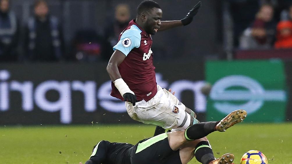 Cheikhou Kouyate, uno de los jugadores africanos del plantel (foto:AFP)
