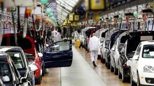La producción nacional de autos cerró el primer cuatrimestre con un alza de 20,4%