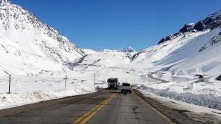 Más de 1200 personas continúan varadas en la alta montaña mendocina
