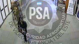 Un video muestra a la mujer china en el Aeropuerto mientras su hijo la buscaba