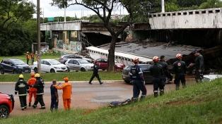 Se derrumbó un viaducto en la principal avenida de Brasilia por falta de mantenimiento