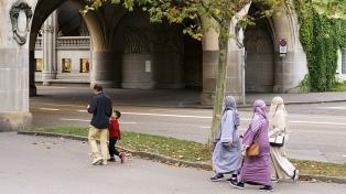 Buscan prohibir las prendas que cubran el rostro, incluido el velo islámico