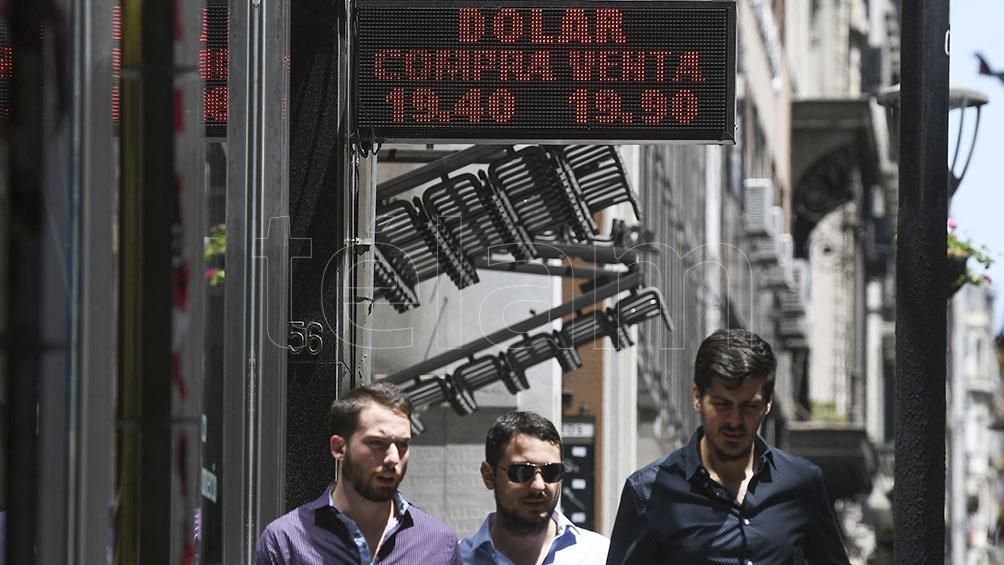 El dólar trepó a $20,35, aunque llegó a cotizar a $20,50