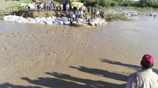El río Pilcomayo no baja y complica el regreso a casa