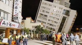 Ascienden a 4 muertos y 145 desaparecidos las víctimas del terremoto