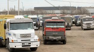 Miles de camiones aguardan en las rutas del Gran Rosario para descargar granos