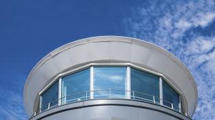 Después de 55 años, reemplazan la torre de control del Aeroparque Jorge Newbery
