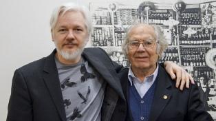 Pérez Esquivel visitó a Assange en la embajada ecuatoriana de Londres