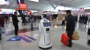 """""""Robocops"""" cuidan a los viajeros en las vacaciones del año nuevo lunar"""