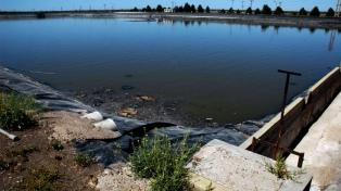 La justicia provincial ordenó detener los derrames cloacales al río Negro