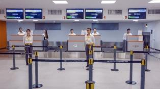 Con el arribo de un avión sin pasajeros, quedó inaugurado el aeropuerto de El Palomar