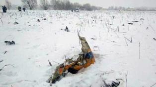 Sigue la búsqueda de cuerpos y fragmentos del avión que se estrelló