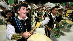 Fotos y video de la multitudinaria noche del carnaval correntino
