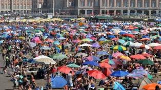 Playas colmadas, sol y casi 300 mil visitantes durante el feriado de carnaval