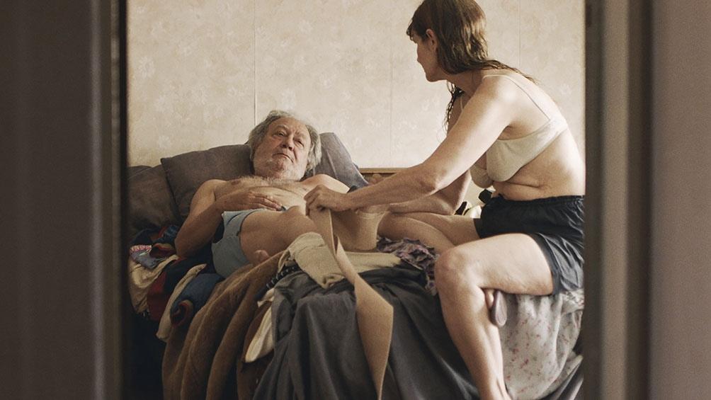 'La cama'', debut en el largometraje de la actriz y cineasta Mónica Lairana se presenta en la sección Forum.