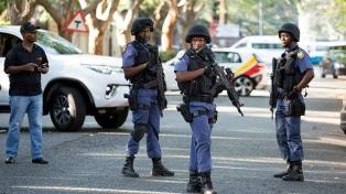 Cinco muertos y un centenar de detenidos por disturbios y saqueos