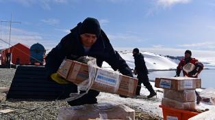 El rompehielos Almirante Irizar ya abasteció al 60% de las bases antárticas