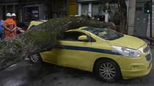 Cuatro muertos y caos en Río de Janeiro por la peor tormenta del verano