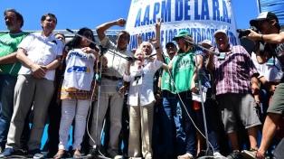 Gremios y movimientos sociales marcharon a Plaza de Mayo contra los despidos
