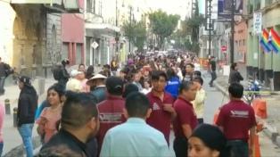 Pánico, daños y 13 muertos al caer un helicóptero tras un nuevo sismo