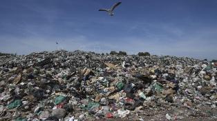 Afirman que el nuevo decreto de importación de residuos convertirá al país en un basurero del mundo