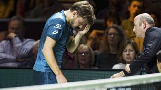 Un tenista abandonó la semifinal por darse un pelotazo en su propio ojo