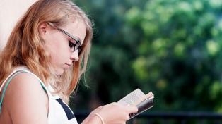 Tres de cada 10 adolescentes tendrán miopía en 2020 por usar mal celulares y tablets