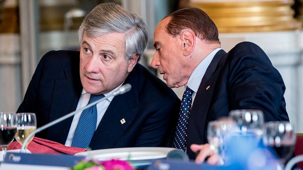 Antonio Tajani con Silvio Berlusconi de Forza Italia